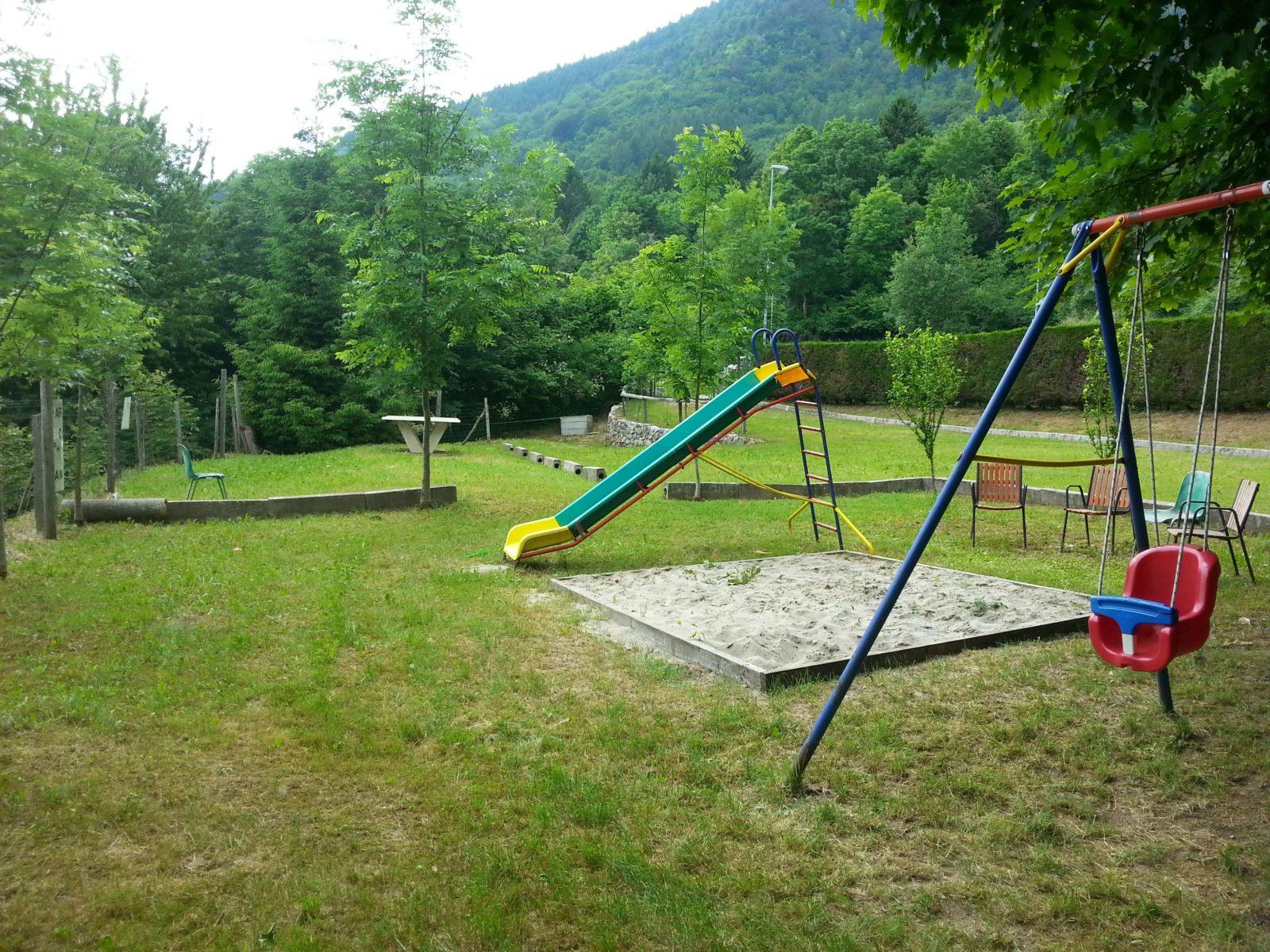 zona-gioco1-camping-club-cerbaro-e1478959597137